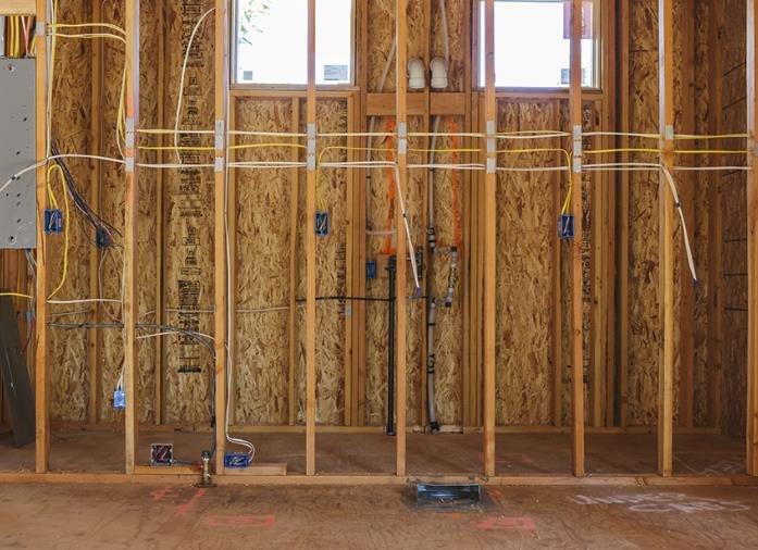 как провести электропроводку в доме из сип панелей